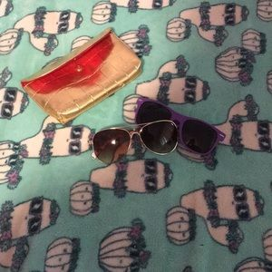 Sunglasses lot of 2 with cute bag